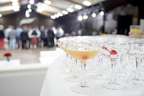 приготовление коктейлей на вечеринках