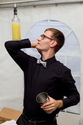 Алексей - шоу бармен