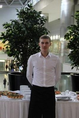 Аркадий - официант